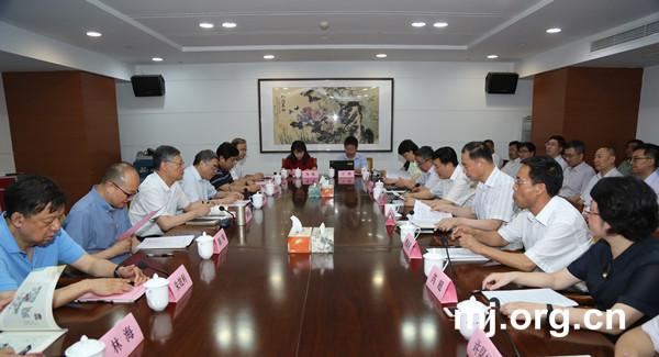 民进中央常务副主席刘新成走访民进省委机关